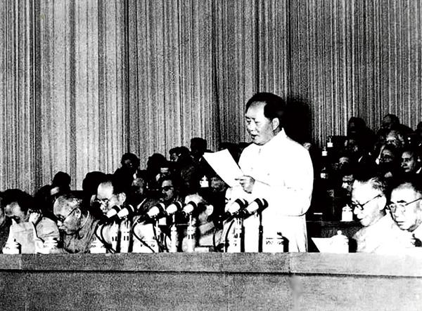 关于坚持和发展中国特色社会主义的几个问题